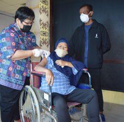RSUD Taman Husada Lakukan Vaksinasi COVID-19 Bagi Pasien Hemodialisa